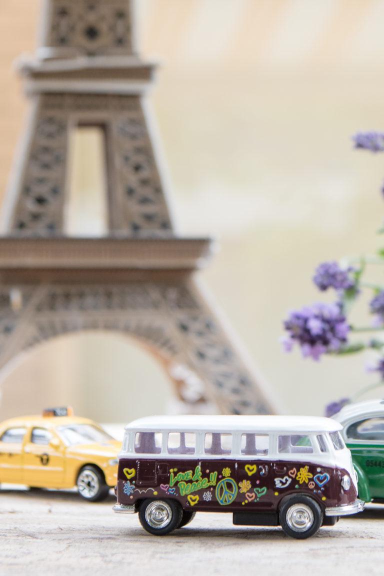 VW bus in Parijs. De stad van de liefde!