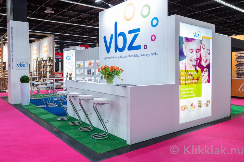De stand van VBZ op de ISM 2019 in Köln. Gebouwd door Salut Expo.