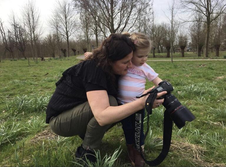 fotografe tijdens een fotoshoot in het maximapark